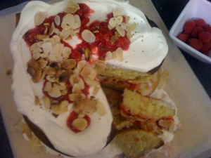 Almond layer cake with due diligence
