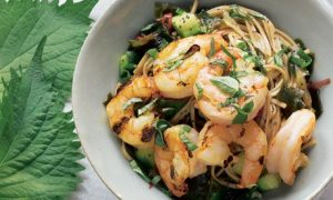 Green tea noodles with grilled prawns