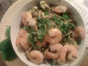 Slimy noodles with grilled prawns